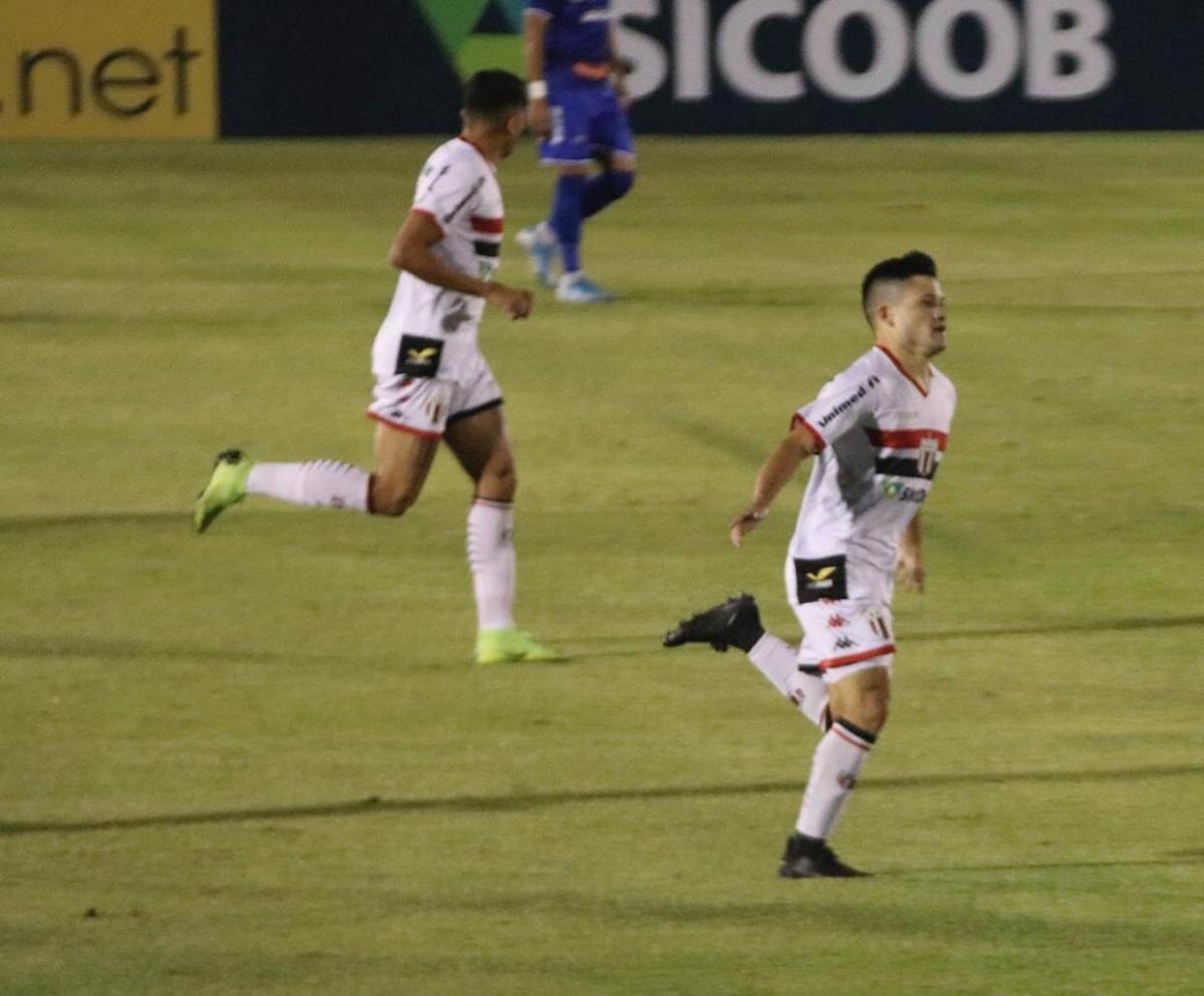 Ronald comemora após marcar o primeiro gol. Foto: ascom/ Botafogo