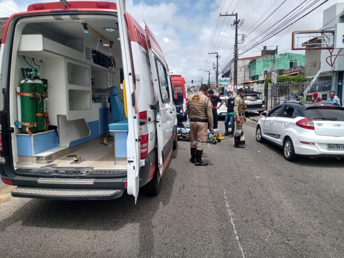 Homem foi atropelado na Desembargador Maynard - Foto: cedida pela SMTT