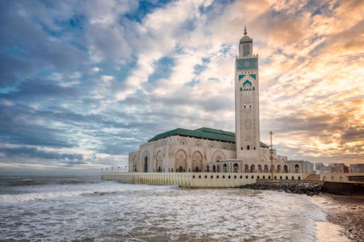Mesquita Hassan II,, em Casablanca a mais alta do mundo e a única a beira mar