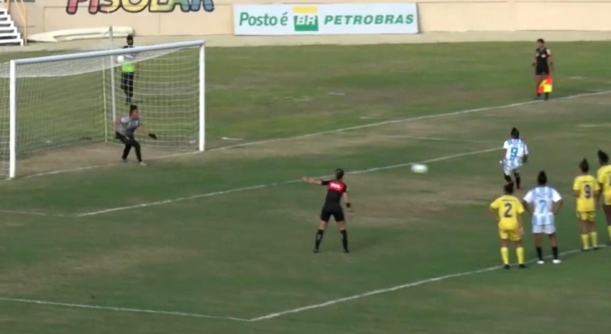 Josi desloca a goleira para empatar o jogo. Foto: MyCujoo/ reprodução