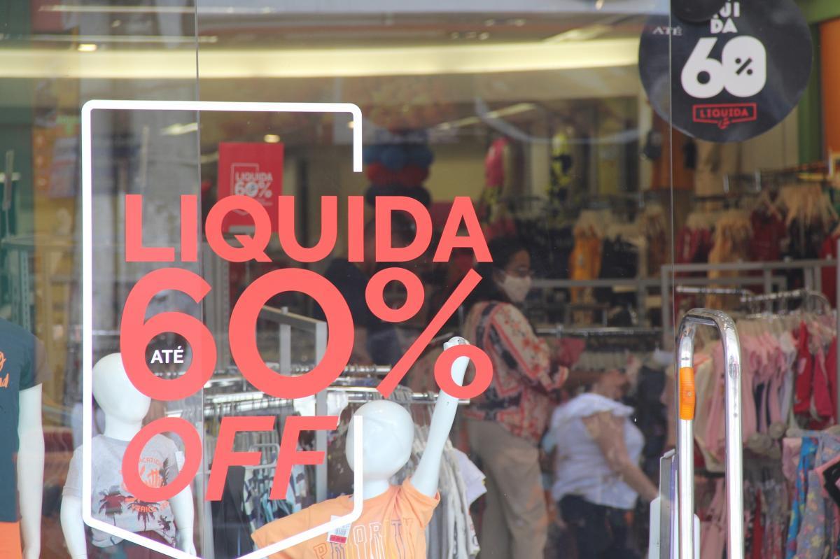 Lojas fazem promoções para atrair consumidores. Foto: Will Rodriguez/F5News