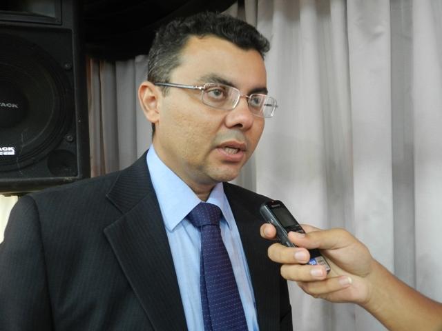 Delegado afirma que jamais votará em Alessandro Vieira e o acusa de ser um traidor