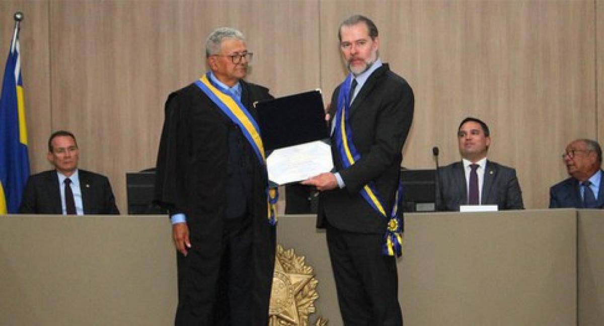 No TRE, Toffoli recebe a mais alta condecoração da Justiça Eleitoral de SE (Foto: TRE/SE)