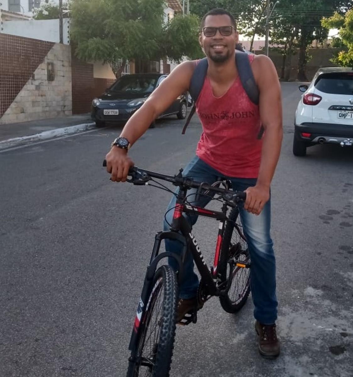 Rivaldo Antônio mudou seu hábito de deslocamento após transtornos. Foto: Saullo Hipolito/ F5 News