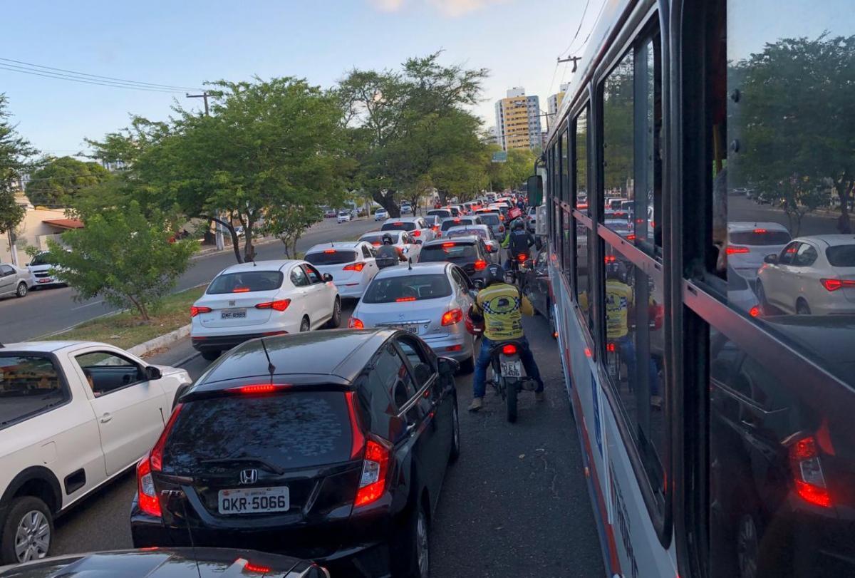 Trânsito de Aracaju dificulta mobilidade dos ônibus coletivos. Foto: Saullo Hipolito/F5 News