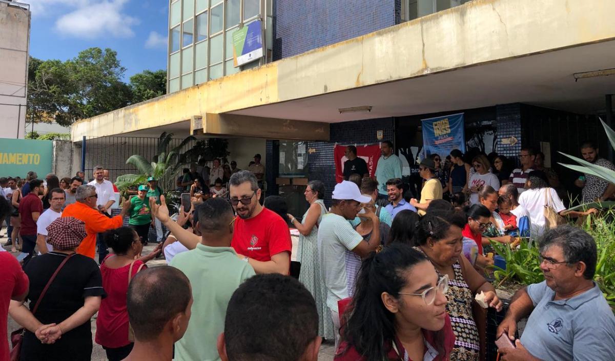 Protesto aconteceu na manhã desta sexta-feira (14). Foto: Saullo Hipolito/ F5 News