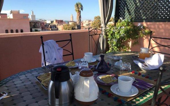 Café da manhã típico no Terraço do Riad