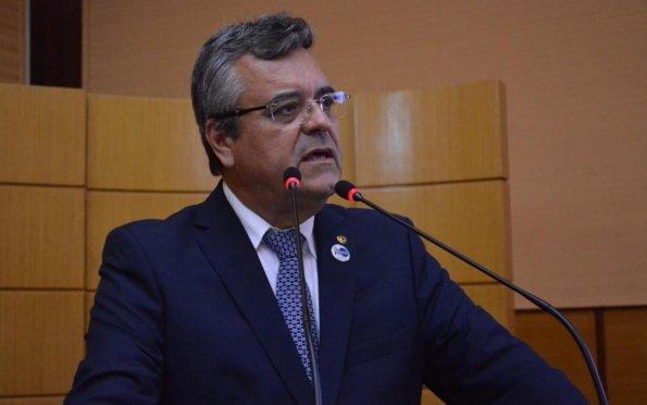 Deputado vê oposição fragilizada e projeta vitória governista em 2022
