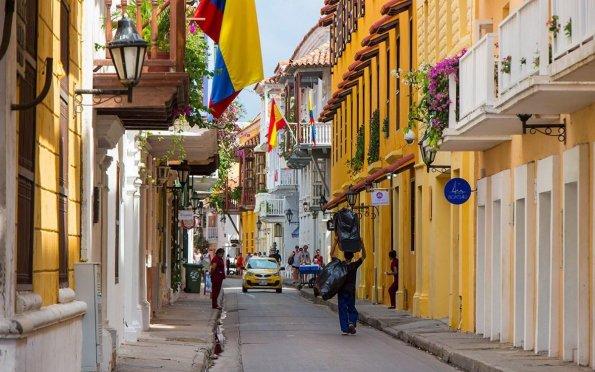 Cartagena é colorida e tropical, às margens do mar do Caribe