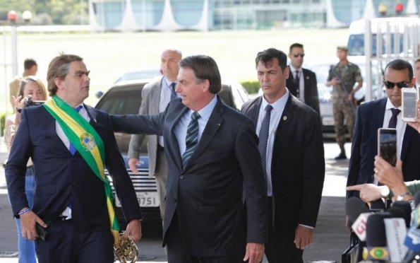 """ENTRE O PIB MURCHO E O """"PRESIDENTE"""" FANTASIADO"""