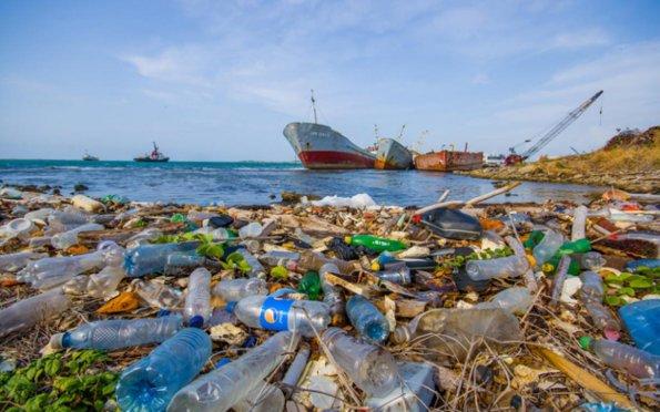 Poluição de plástico em oceanos pode triplicar até 2040, alerta estudo