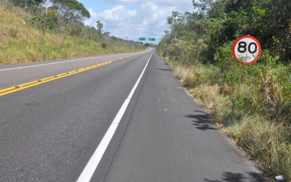Caminhão tomba em rodovia estadual entre Lagarto e Simão Dias