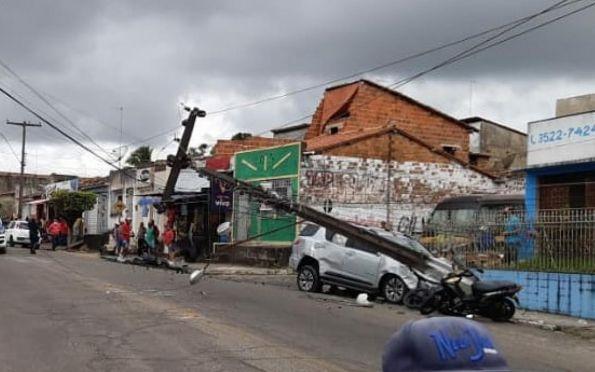 Uma pessoa morre após colisão frontal entre carro e poste em Estância