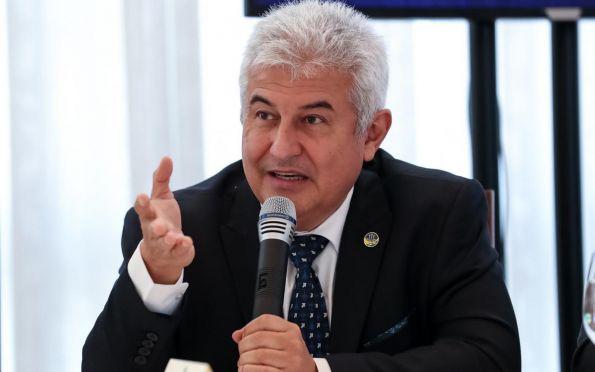 Medicamento pode reduzir em 95% carga viral da covid-19, diz ministro