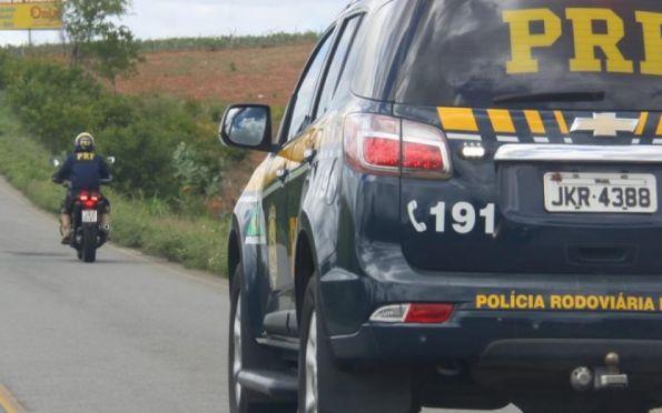 PRF detém homem com trouxas de drogas em rodovia de Umbaúba