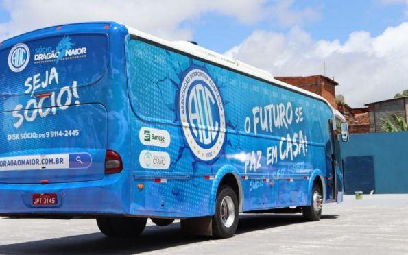 Confiança entrega ônibus que será utilizado pelas categorias de base