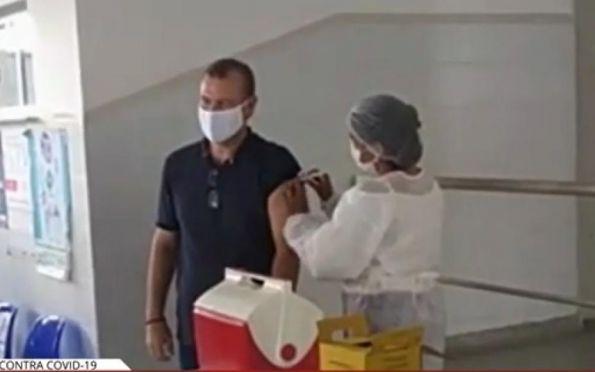 Prefeito de Itabi diz que se vacinou com 'propósito nobre em defesa da saúde'