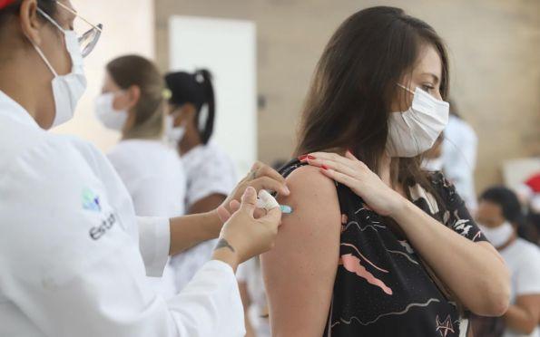 Saiba como denunciar quem fura a fila da vacinação contra covid-19 em SE