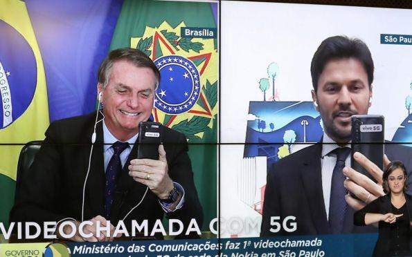 Bolsonaro e Fábio Faria fazem primeira chamada com 5G do Brasil