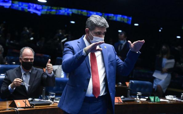 'Temos que considerar o projeto nacional para definir majoritárias', diz Rogério