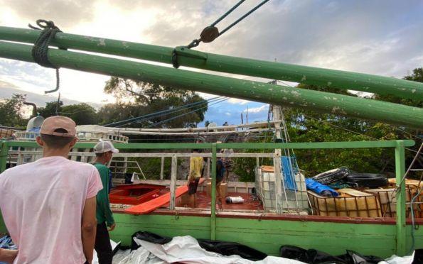 Polícia apreende barcos com carga de cigarros contrabandeados em Indiaroba