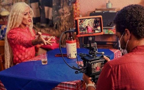 Jullya Murvack lança clipe Amor Bandido com direção de Lucas Cachalote; veja