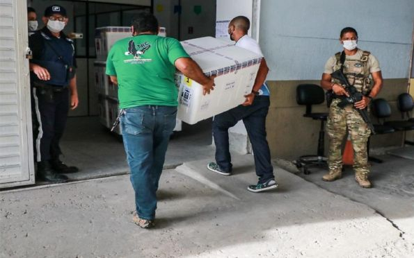 Sergipe recebe mais de 41 mil doses de vacina contra a Covid-19