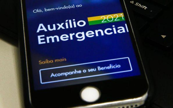 Caixa paga auxílio emergencial a nascidos em novembro