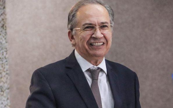 Maria tira licença e 2º suplente, Virgínio de Carvalho, assume vaga no Senado