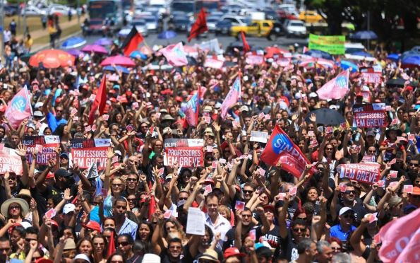 Servidores planejam greve contra reforma administrativa em 18 de agosto
