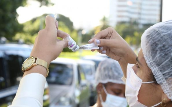 Aracaju inclui pessoas de 26 e 27 anos na vacinação contra covid; veja datas