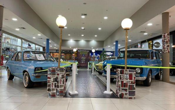 Exposição de carros antigos chega ao Shopping Prêmio, em Socorro