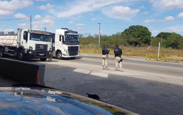 """PRF flagra seis caminhoneiros portando """"rebites"""" em Malhada dos Bois"""