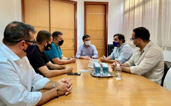 SMTT dialoga com comerciantes da Nestor Sampaio sobre mudança na avenida