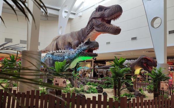 Com 13 esculturas, Shopping Jardins recebe exposição 'Mundo Jurássico'