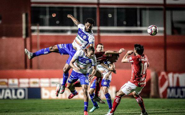 Em jogo de muitas faltas, Confiança fica só no empate com o Vila Nova-GO
