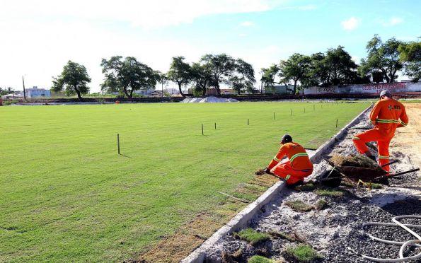 Governo prorroga toque de recolher e atualiza regras de público nos estádios