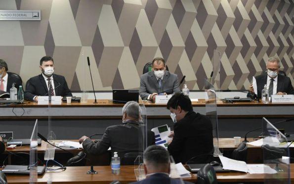 Aziz adia para quarta-feira a leitura do relatório da CPI