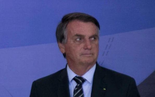 Bolsonaro veta distribuição de absorventes a estudantes e mulheres pobres