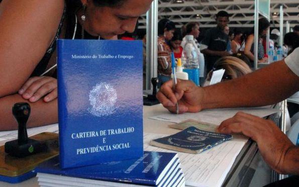 Desemprego recua para 13,2% e atinge 13,7 milhões de brasileiros