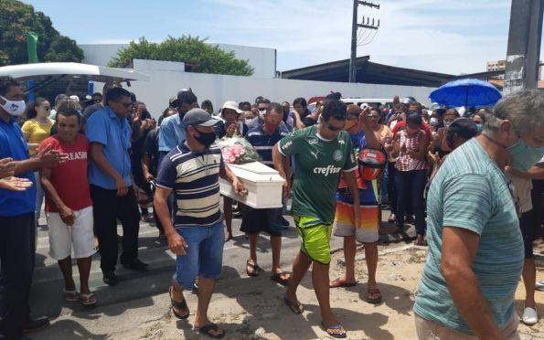 Enterro da criança Lorrany é marcado por muita comoção em Aracaju