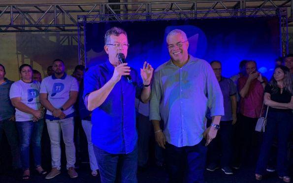 Laércio e Padre Inaldo: aliança formalizada (Foto: Will Rodriguez)