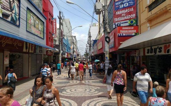 Mais de 180 mil sergipanos devem ir às compras no Natal, aponta pesquisa