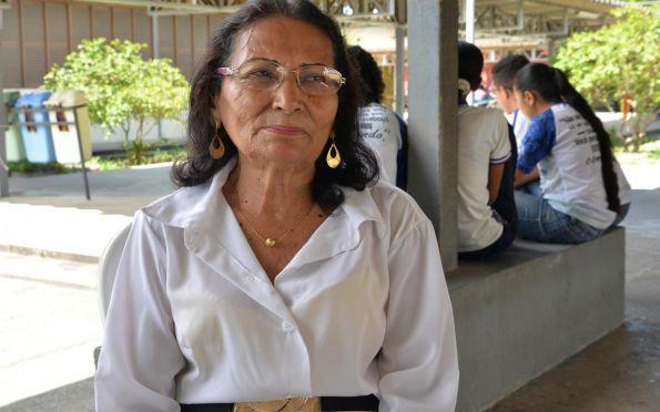 Aos 80 anos de idade, aluna da rede estadual finaliza ensino médio