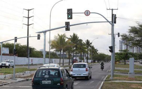 Semáforos inteligentes devem começar a funcionar até o fim de dezembro