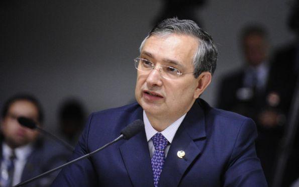 Ex-líder, Eduardo descarta rearrumar oposição em busca de novo projeto
