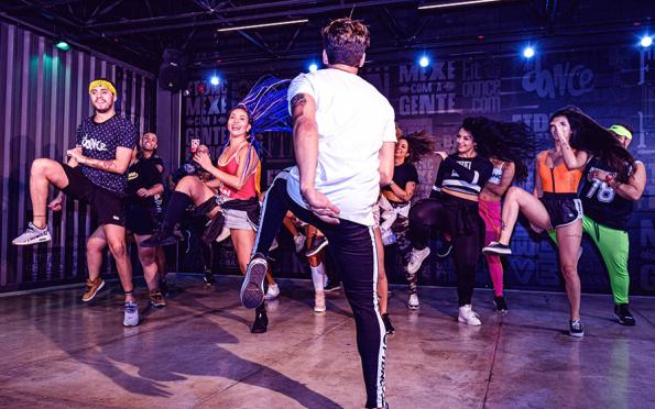 Aprenda as coreografias das músicas que devem bombar no carnaval 2020