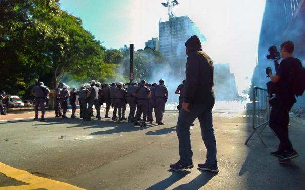 Ato pró-democracia tem confronto com a Polícia Militar em São Paulo