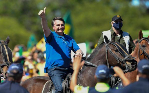 Bolsonaro diz que manifestantes contrários são