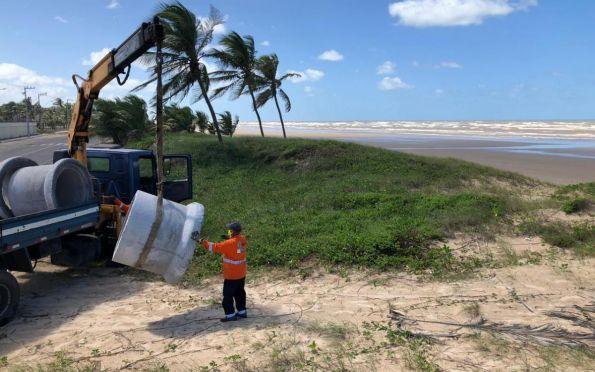 Prefeitura bloqueia acessos às faixas de areia em praias de Aracaju